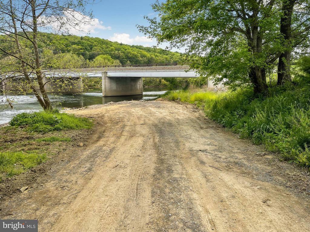 498 Indian Hollow Road, Bentonville, VA 22610
