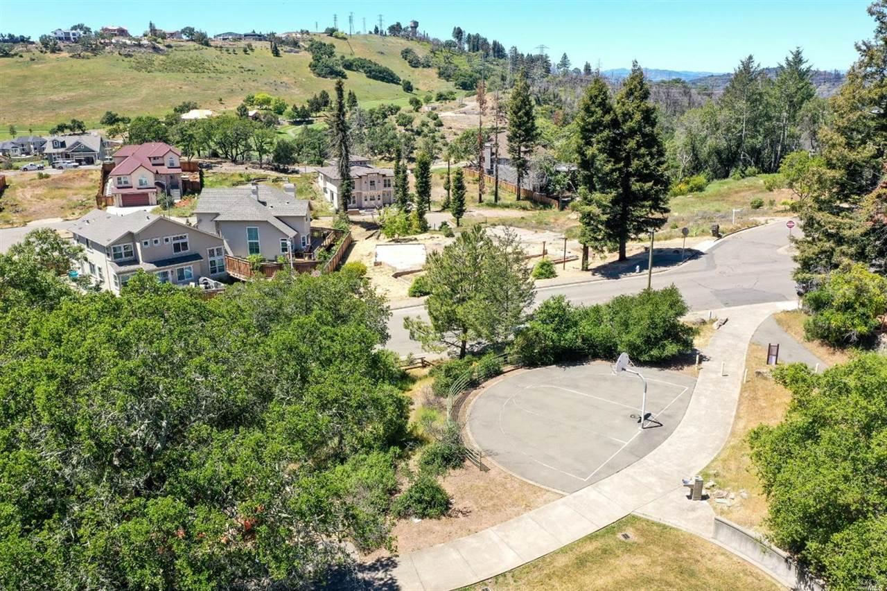 3695 Wyndemere Circle, Santa Rosa, CA 95403