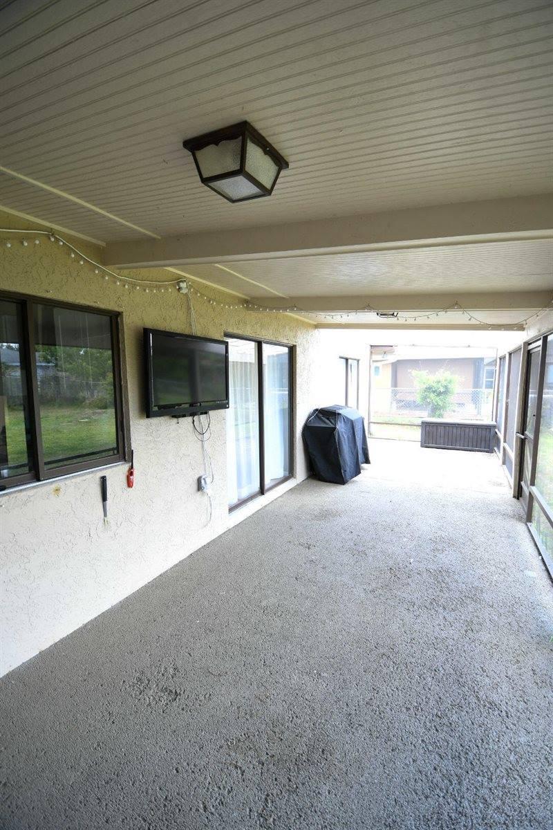 1168 SE Clifton Lane, Port Saint Lucie, FL 34983