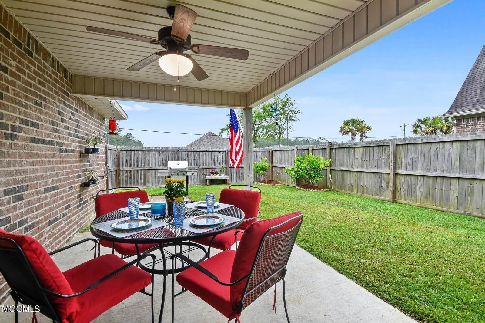 515 Palm Breeze Dr, Ocean Springs, MS 39564