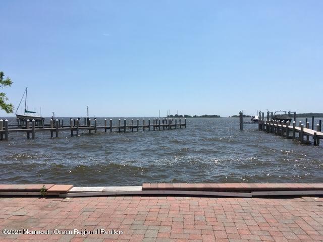 67 Bay Breeze Drive, Toms River, NJ 08753