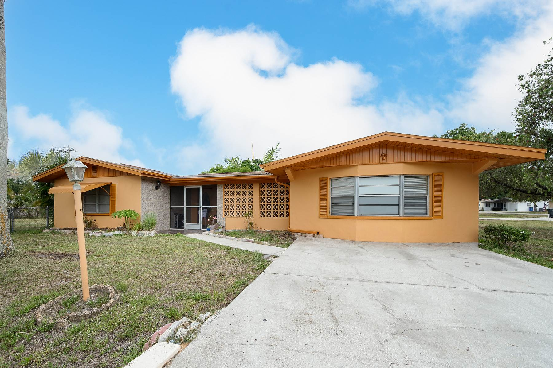 30 Mariana Ave., N. Fort Myers, FL 33917