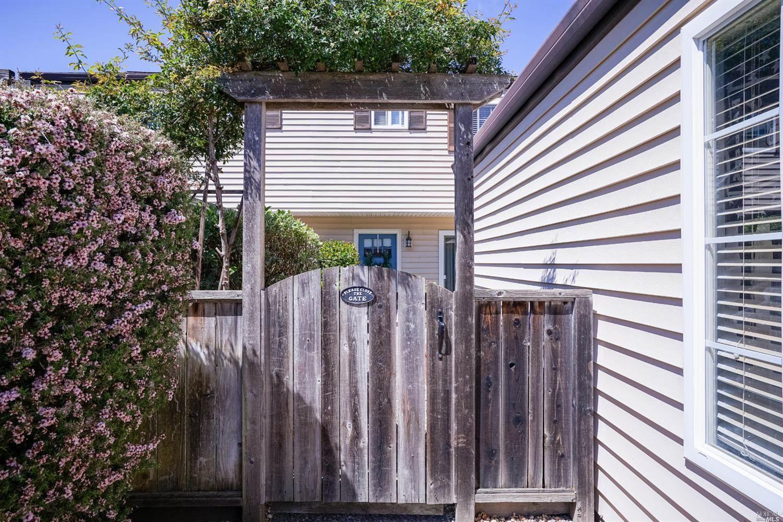 1614 Yardley Street, Santa Rosa, CA 95403