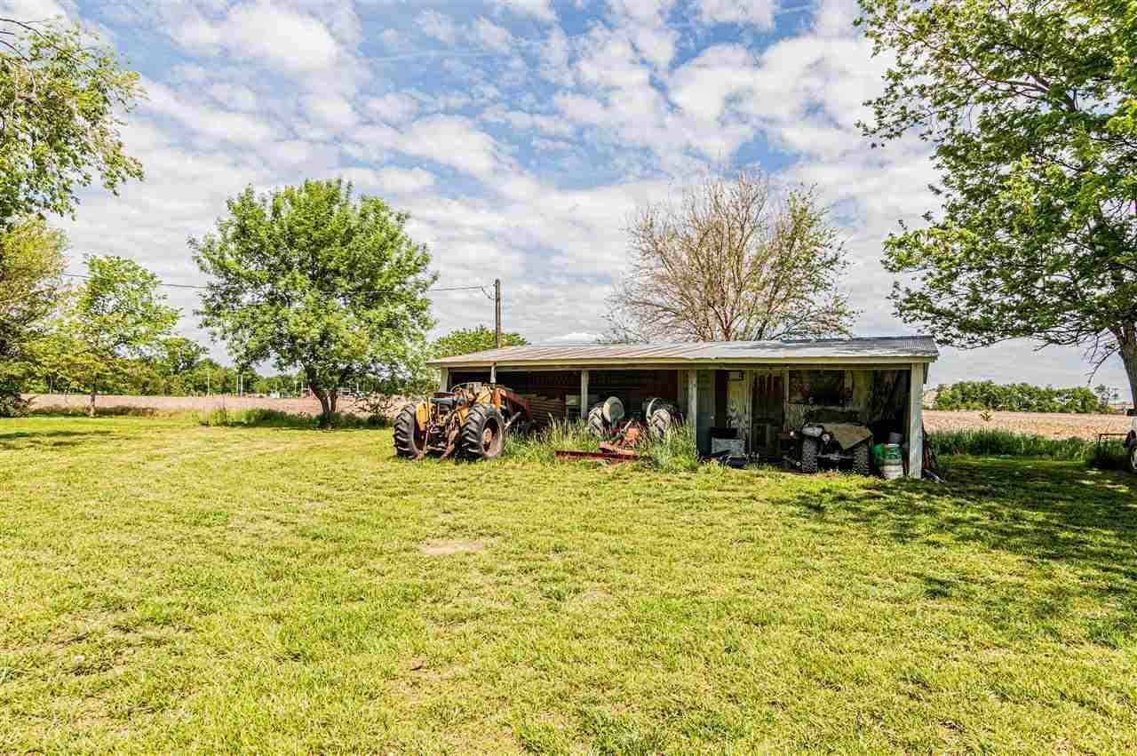 18125 Valley Road, Wamego, KS 66547