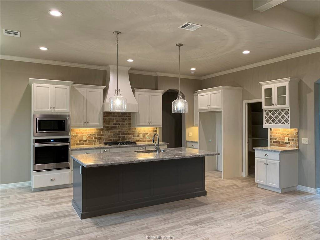 4120 Wallaceshire Avenue, College Station, TX 77845