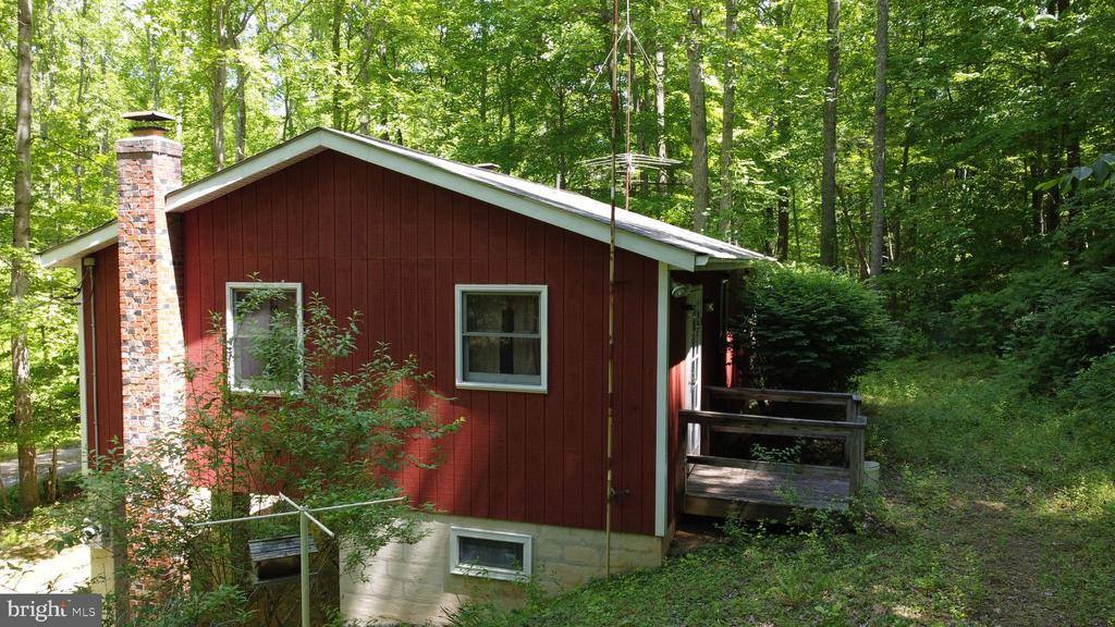 53 Cliff Dr., Paw Paw, WV 25434