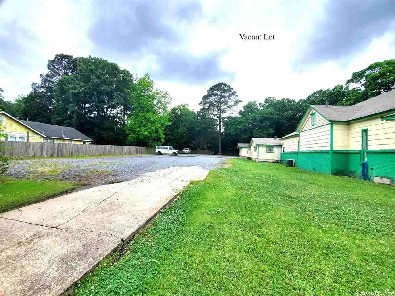 217 & 225 Locust St, Conway, AR 72034