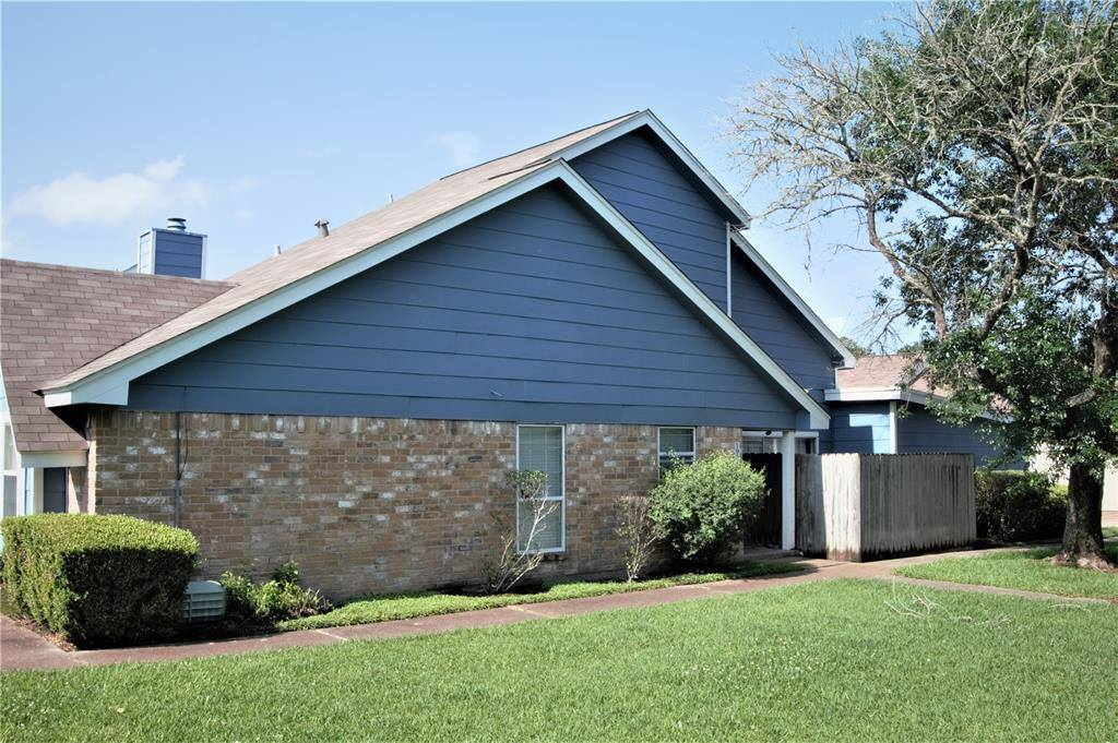 1931 Country Village Boulevard, Humble, TX 77338
