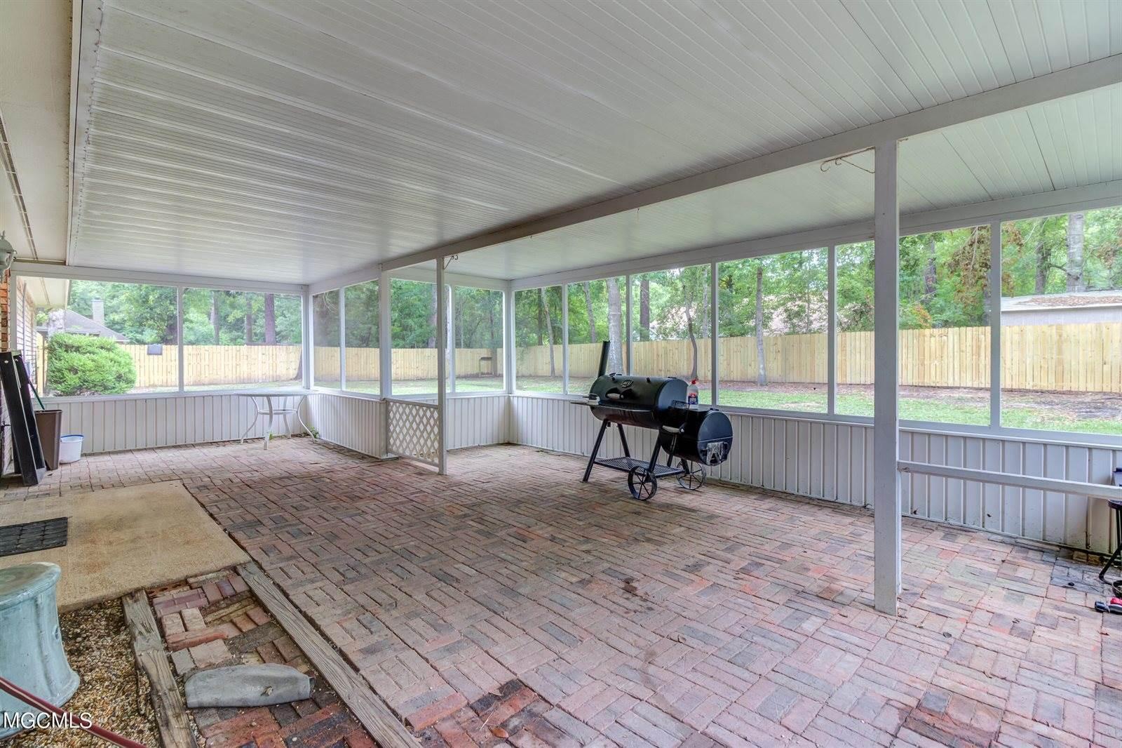 8904 Old Walnut Rd, Ocean Springs, MS 39564