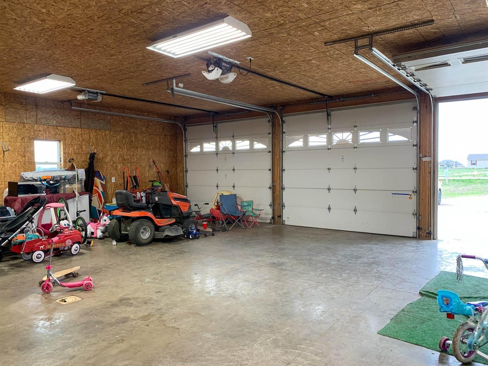 14021 Prairie Ln, Williston, ND 58801