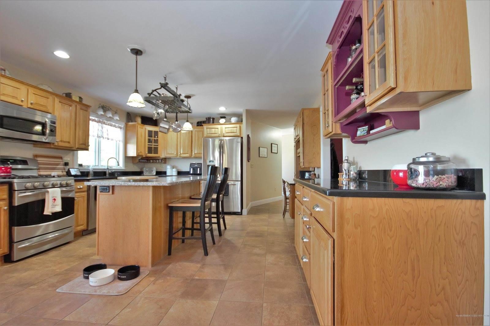 862 North Road, Newburgh, ME 04444