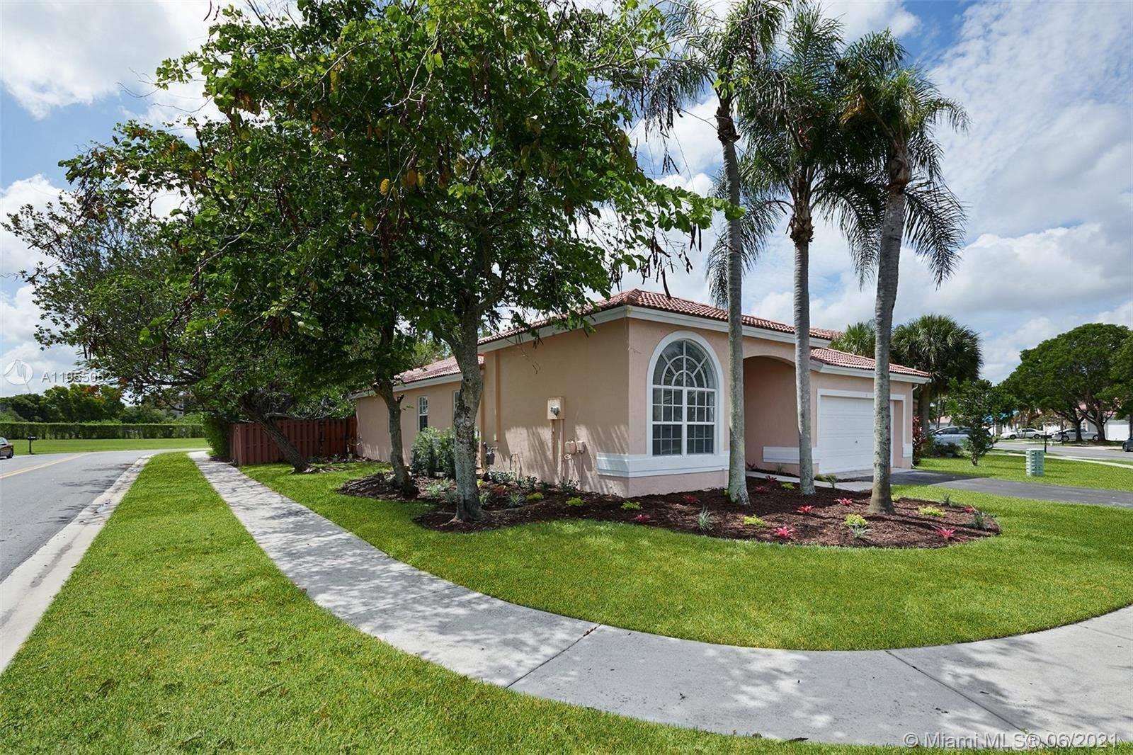 176 Alhambra Way, Weston, FL 33326