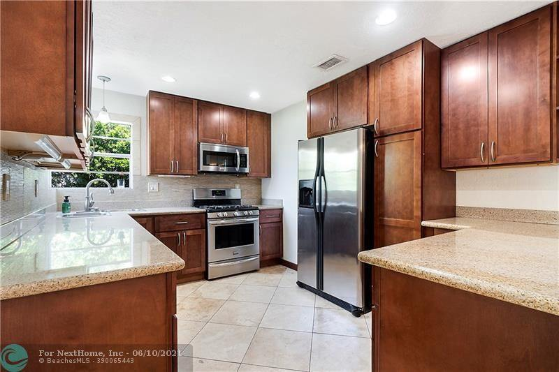 7240 Cleveland St, Hollywood, FL 33024