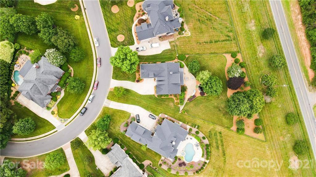 6677 Fox Ridge Circle, Davidson, NC 28036