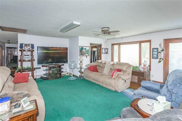 12220 Hedge Ln Terrace, Olathe, KS 66061
