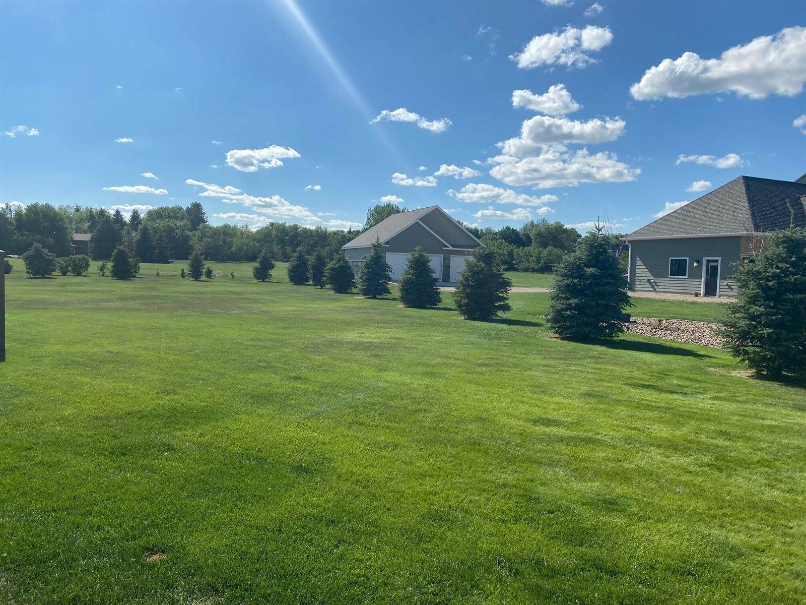 4923 Country Ln, Williston, ND 58801
