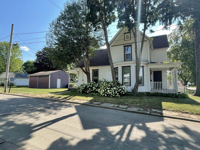 825 East Center Street, Freeport, IL 61032