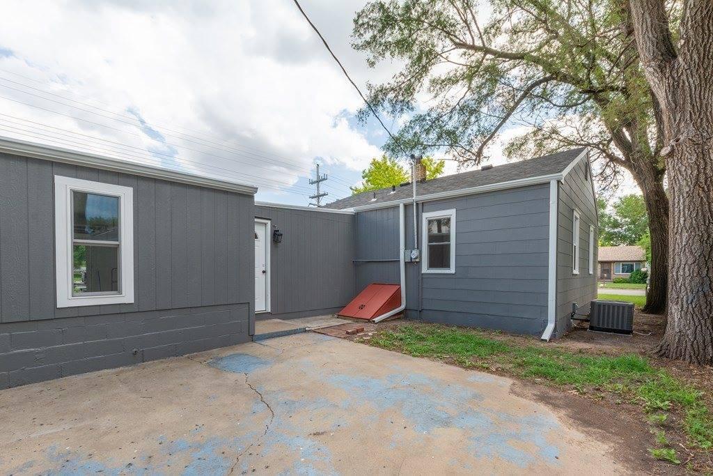 1325 Gypsum Ave, Salina, KS 67401