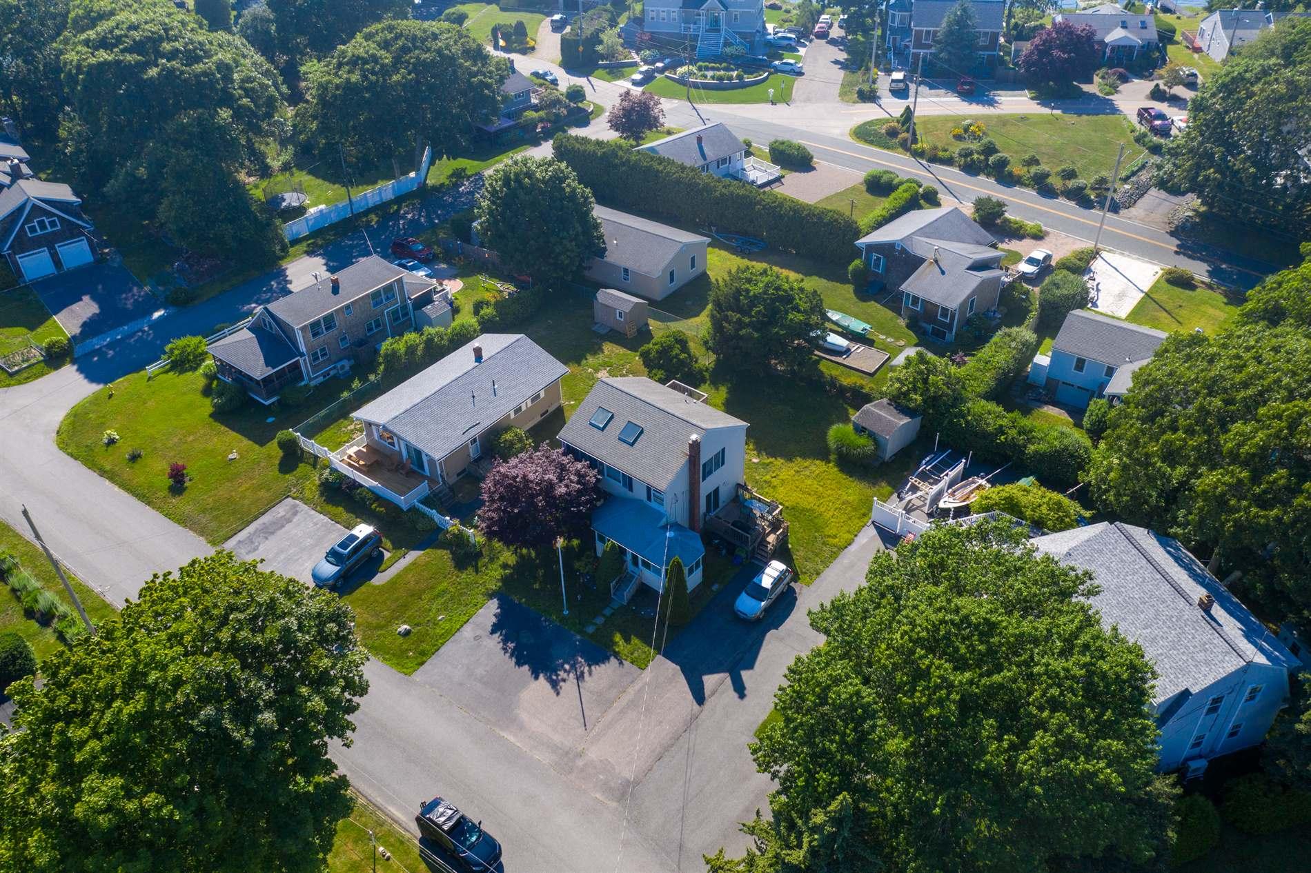 53 Flintstone Road Road, Narragansett, RI 02882