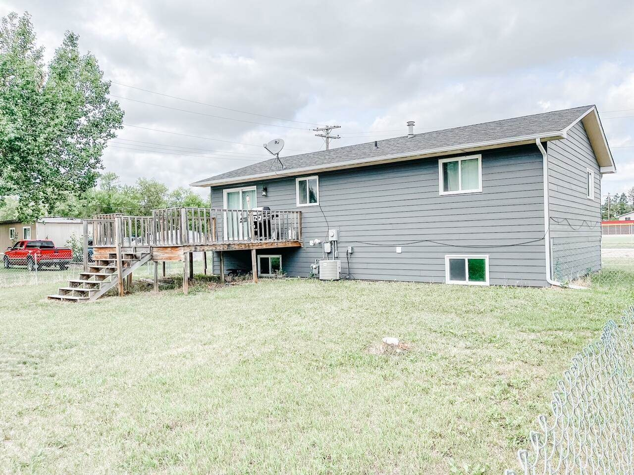 105 5th Ave East, Ray, ND 58801