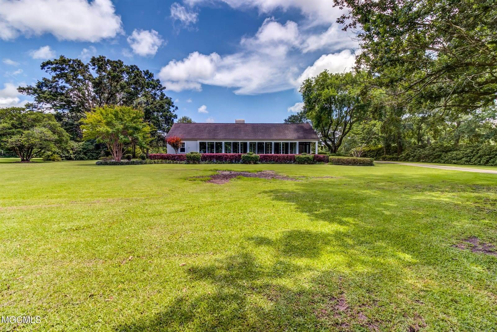 7406 Lazy Acres Rd, Pass Christian, MS 39571