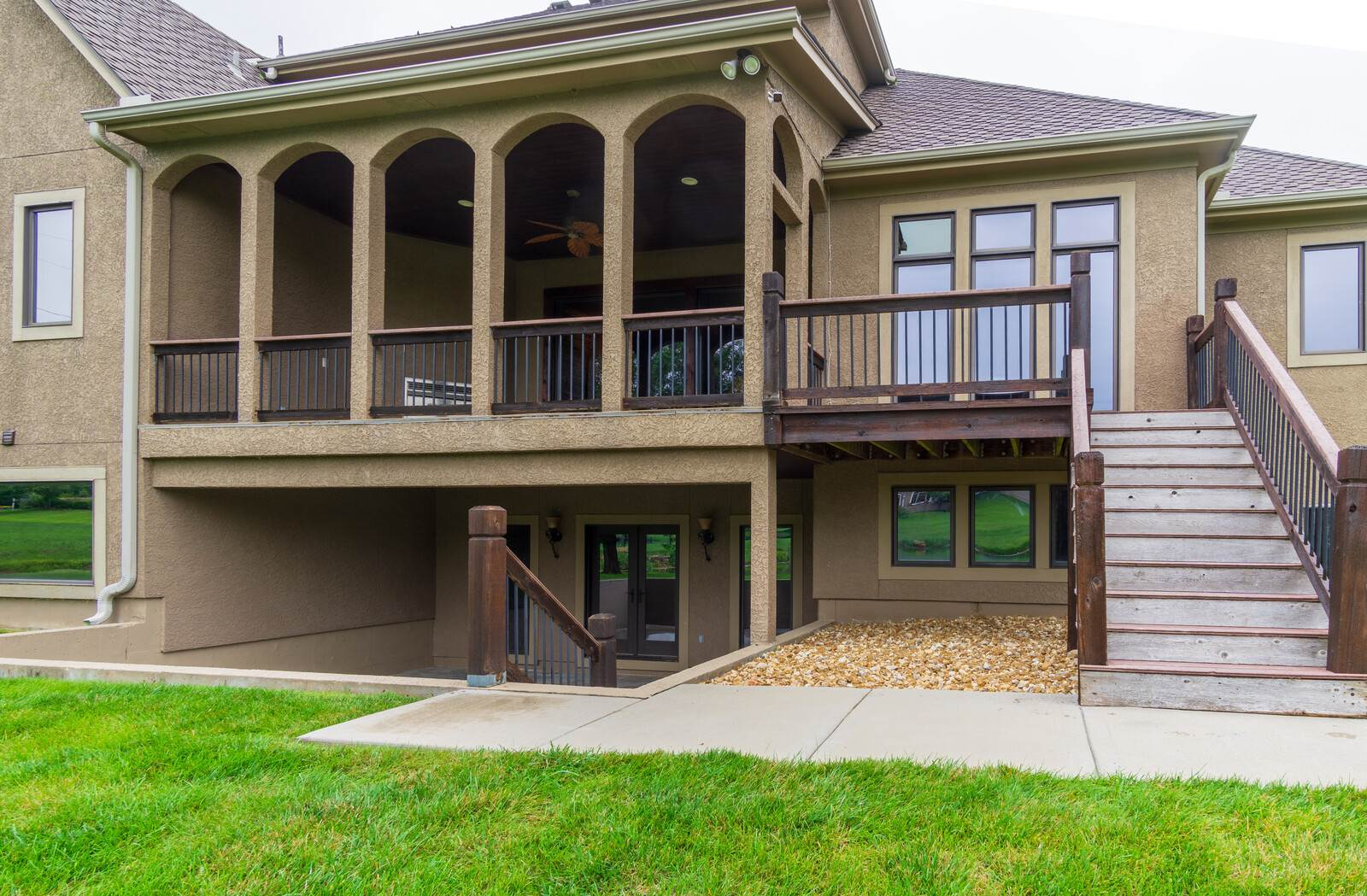 10107 W 152nd Terrace, Overland Park, KS 66221
