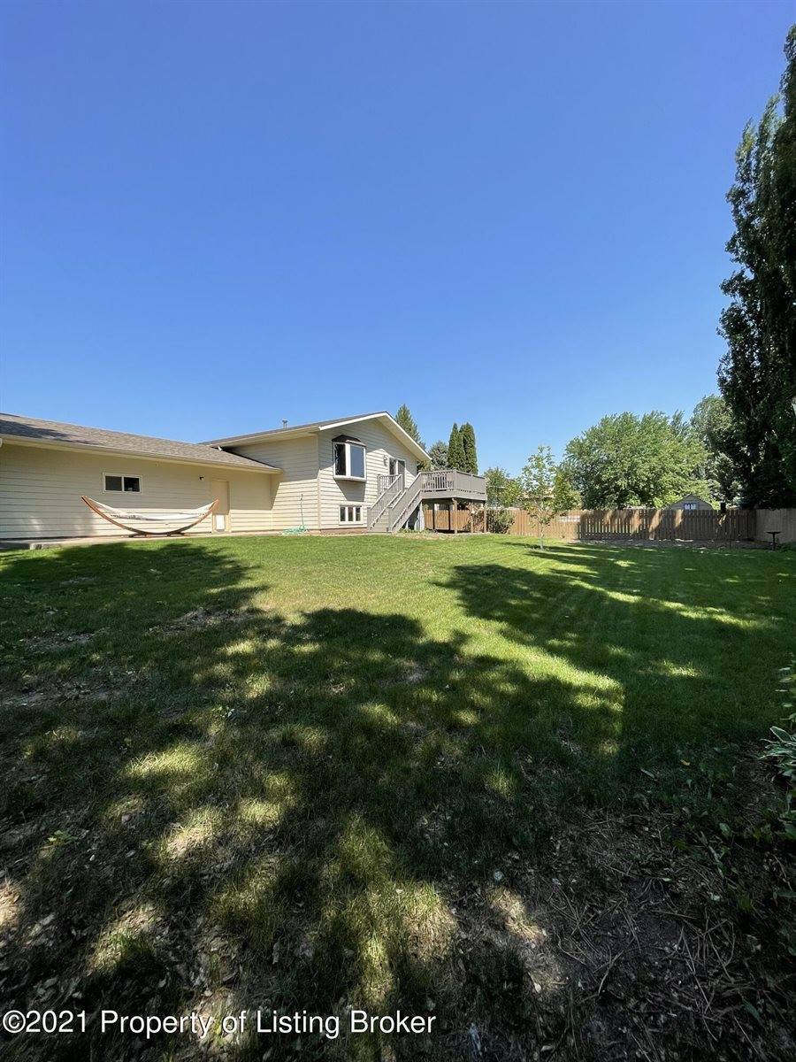 943 20th Street West, Dickinson, ND 58601
