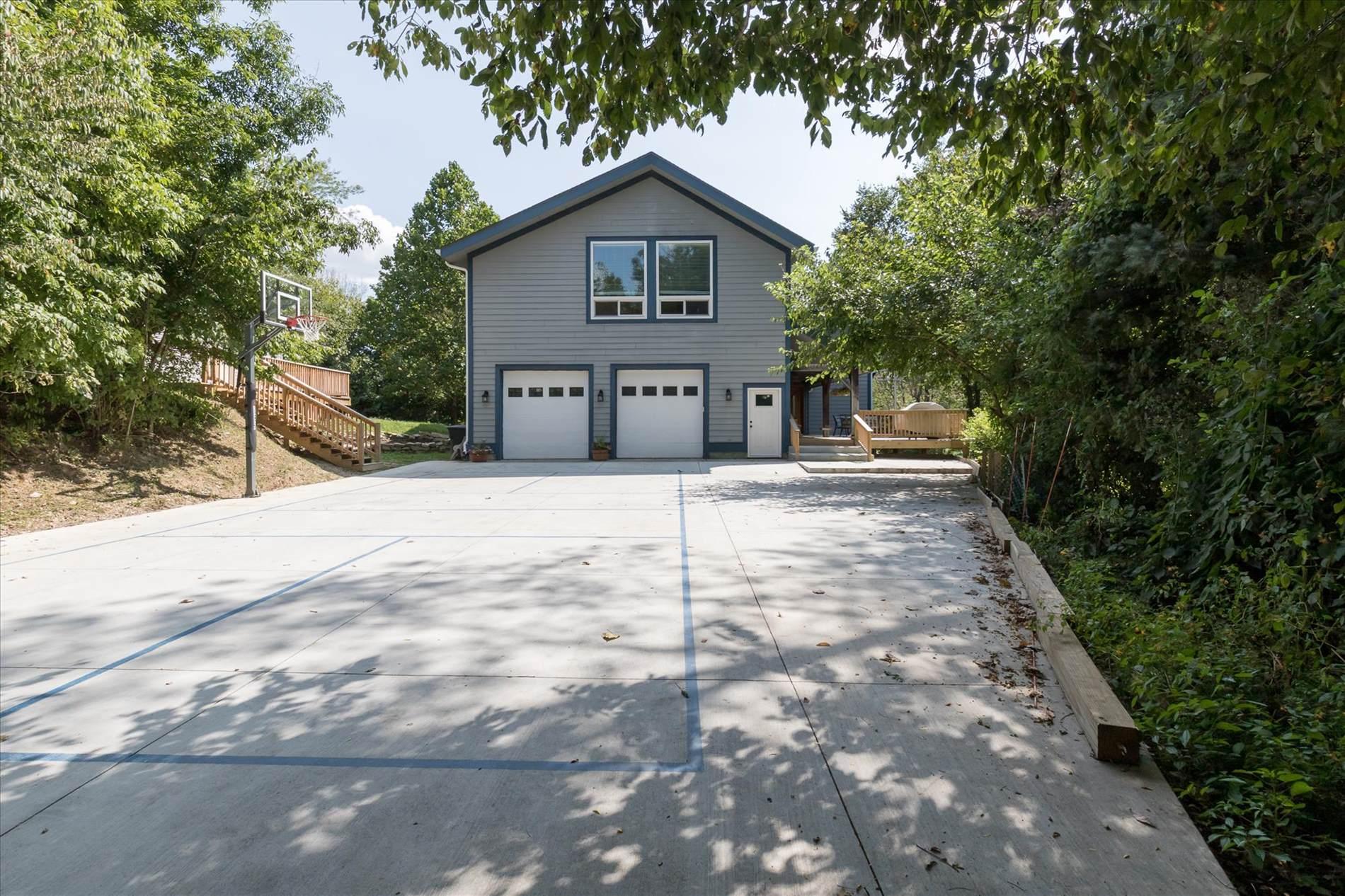 7549 S Retriever Lane, Zionsville, IN 46077