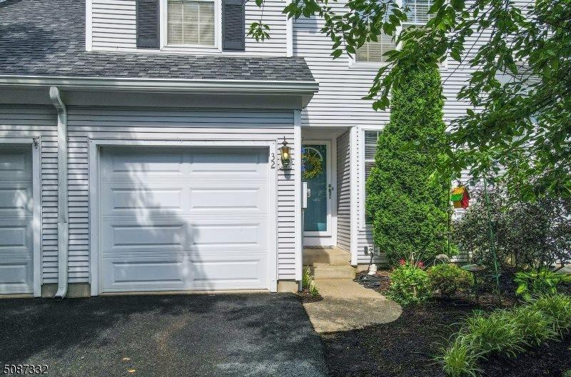 32 Rushmore Ln, Allamuchy Township, NJ 07840