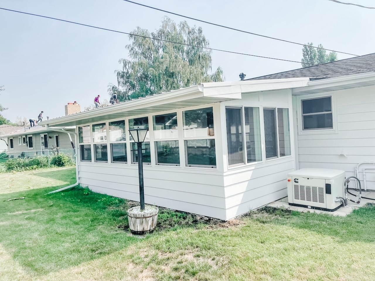 1209 Park Pl, Williston, ND 58801