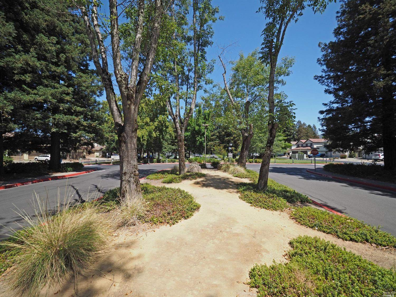 17 Francis Circle, Rohnert Park, CA 94928