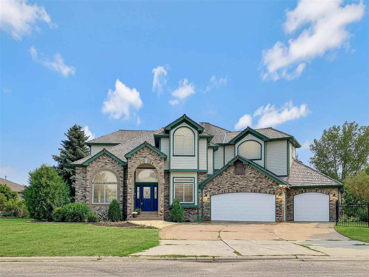 2417 11th Ave NW, Minot, ND 58703