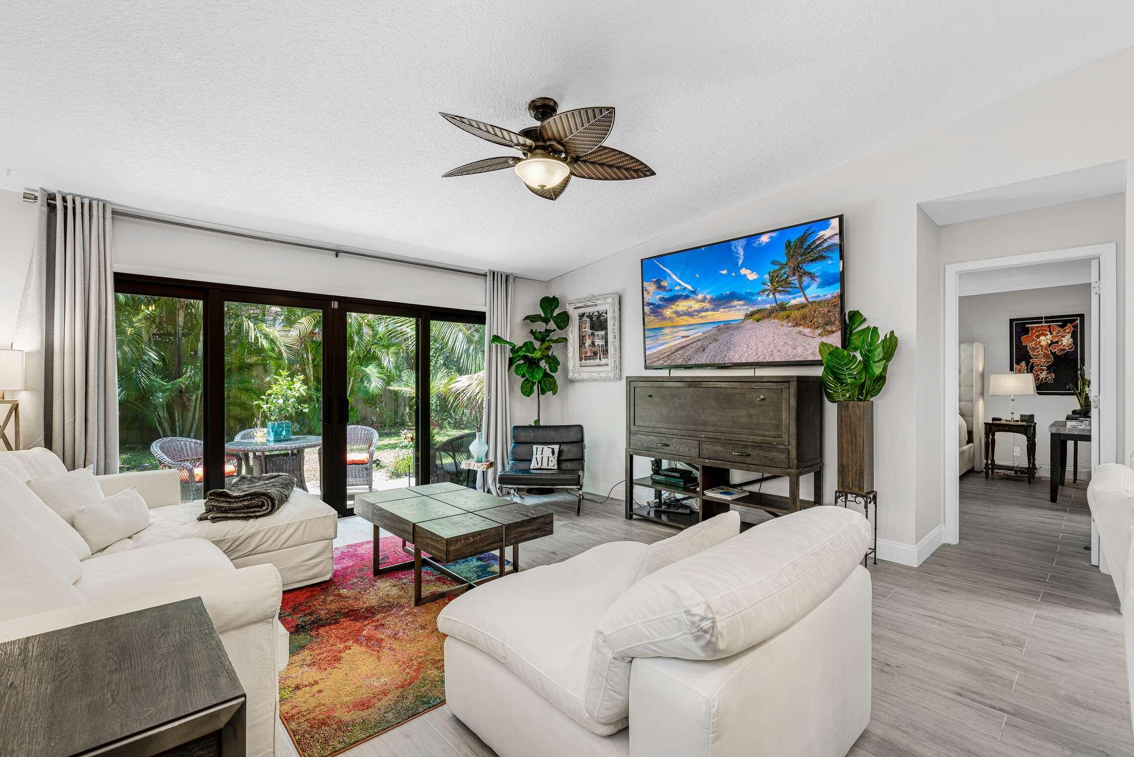 1084 Raintree Drive, Palm Beach Gardens, FL 33410