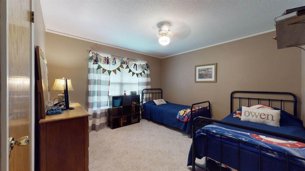 820 Diane Dr, Wake Village, TX 75501