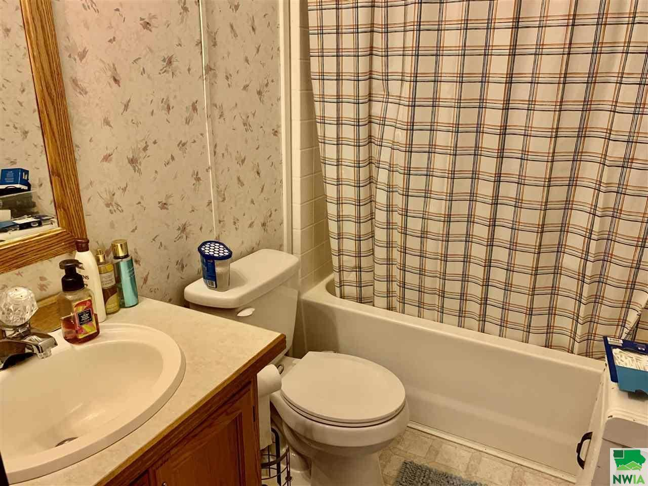 218 N 2ND ST, Moville, IA 51039