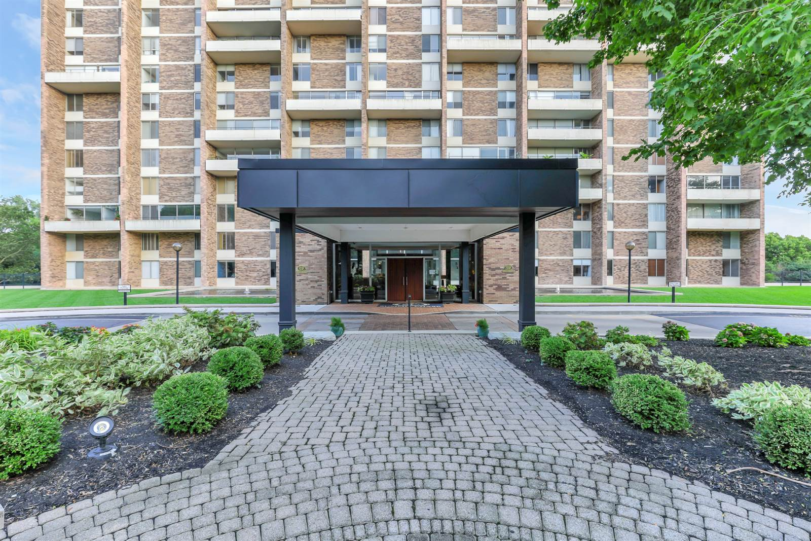 1000 Urlin Ave. #1808, Grandview Heights, OH 43212