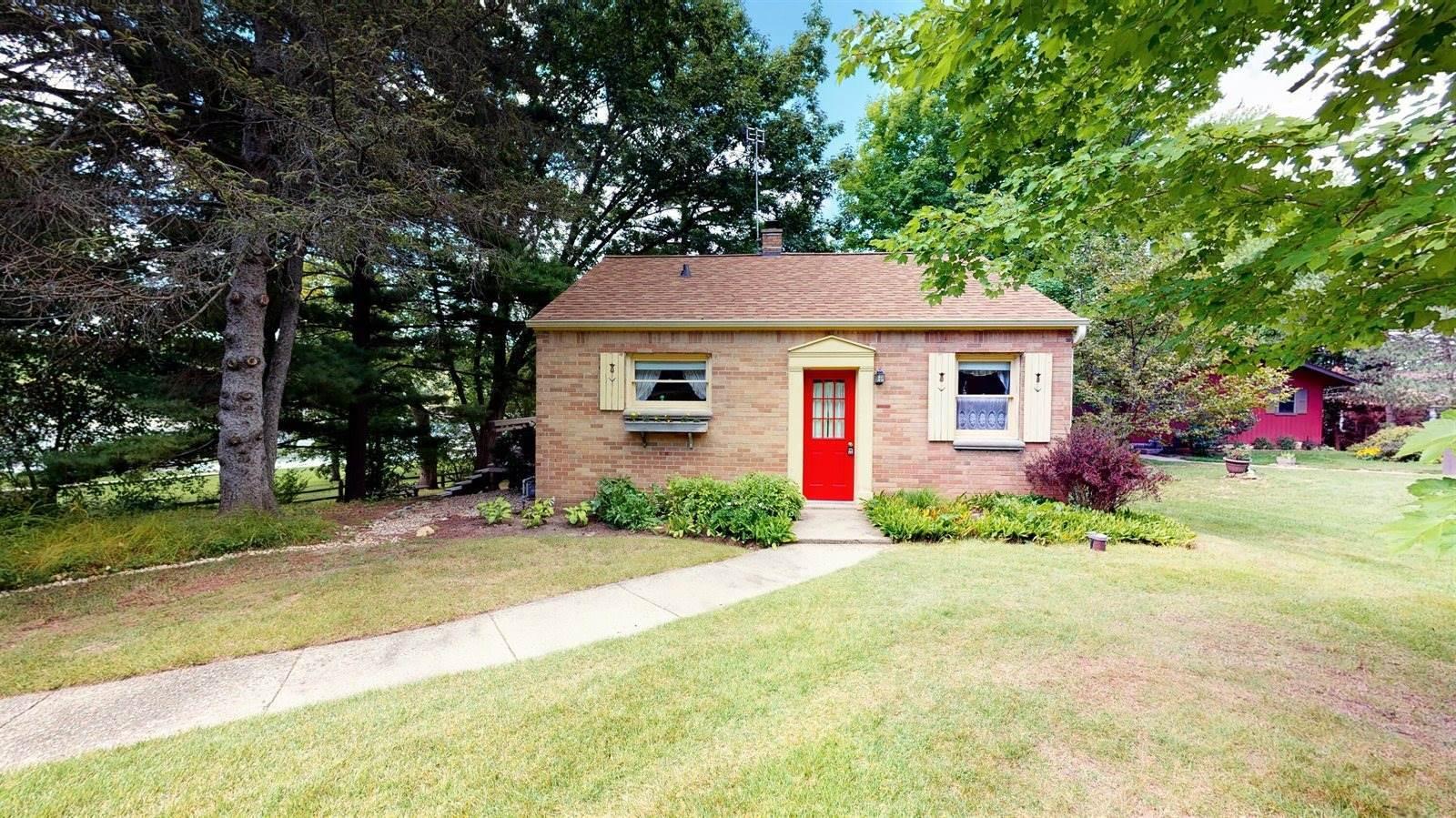 N6997 Oakwood Rd, Richmond, WI 53190