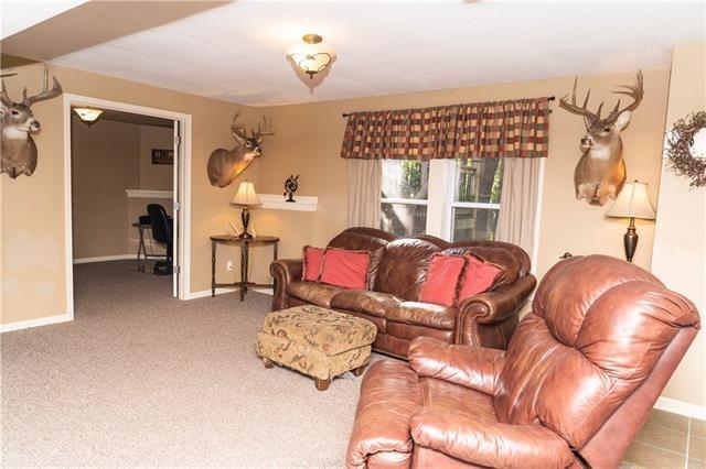 15214 Hillside Drive, Archie, MO 64725