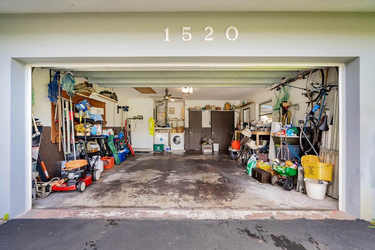 1520 NE 52nd St, Oakland Park, FL 33334