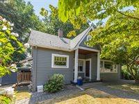 2304 SW Troy St, Portland, OR 97219