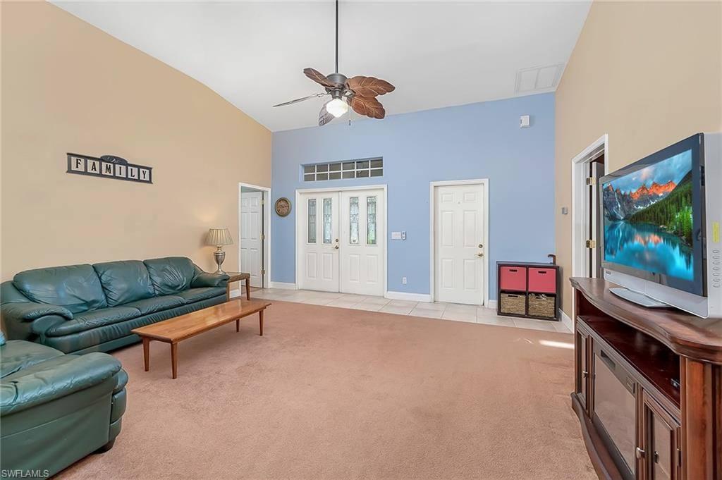 525 SE 16th Place, Cape Coral, FL 33990