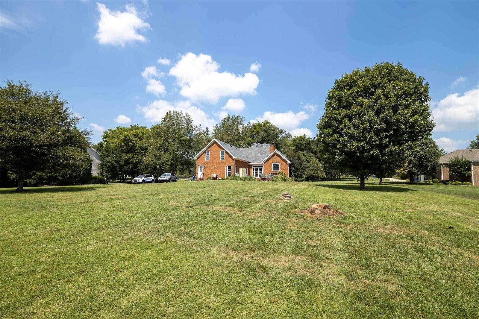 260 Sweepstakes Court, Bowling Green, KY 42104