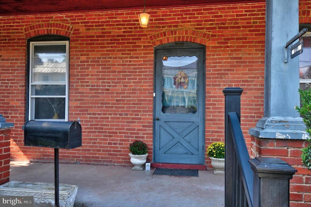 221 West Main Street, Berryville, VA 22611