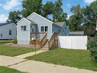 904 1st Ave SW, Minot, ND 58701