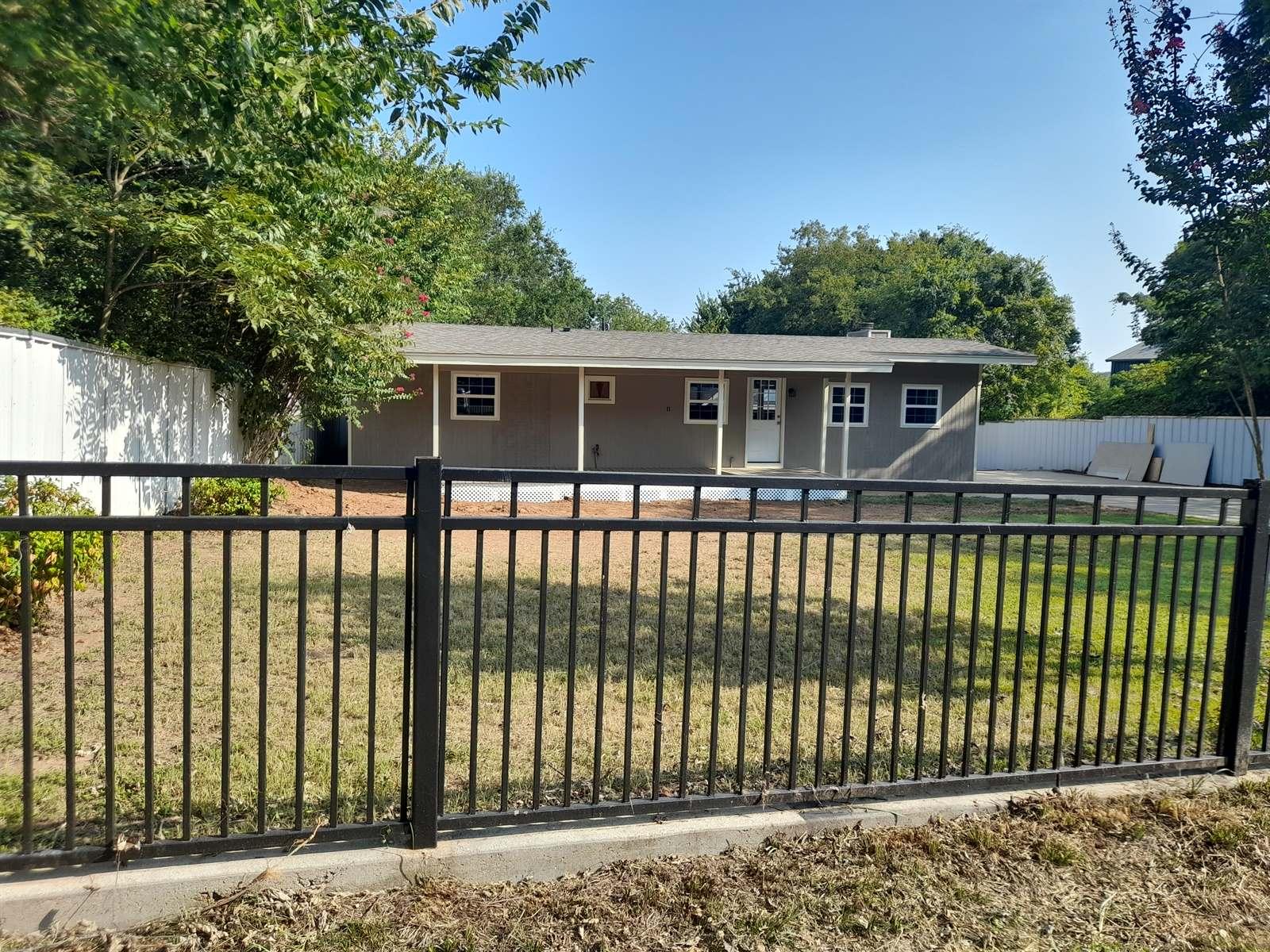 728 Greg Street, Azle, TX 76020