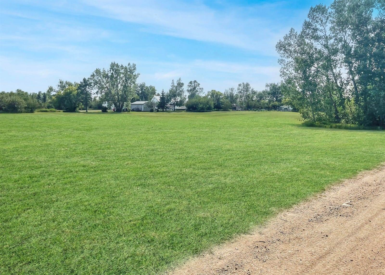 301 Cooley St, Wildrose, ND 58795
