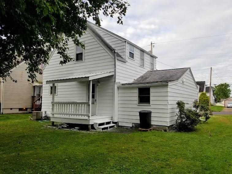 618 N Market St, Loudonville, OH 44842