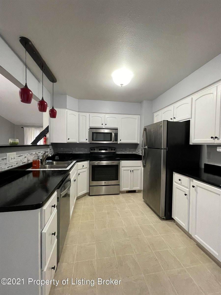 1031 Dell Avenue, Dickinson, ND 58601