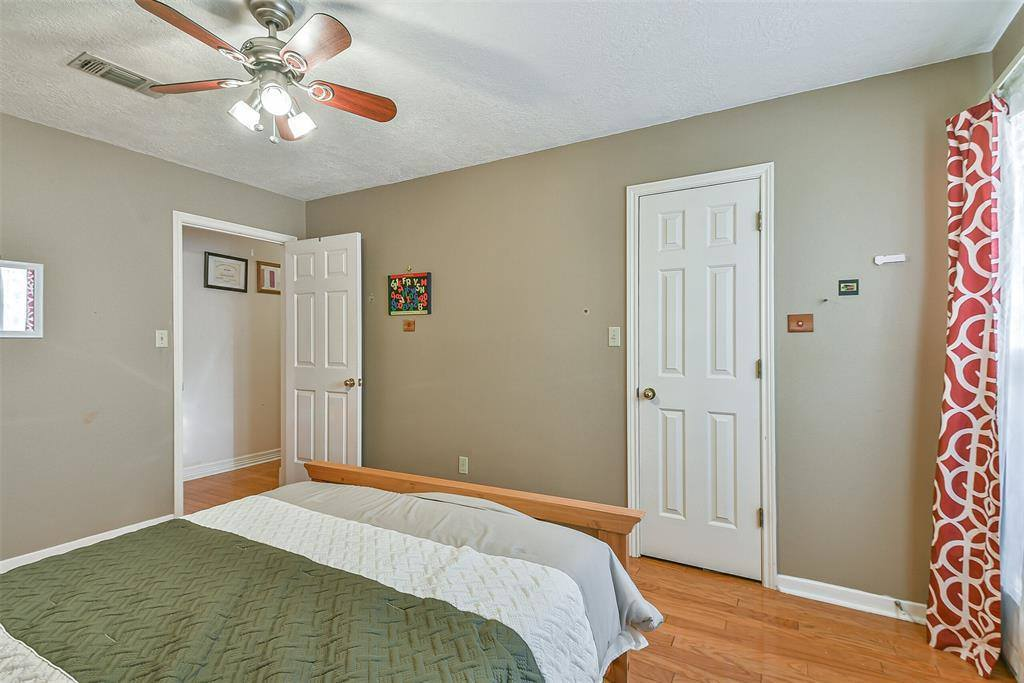 49 Greenvale Court, Lake Jackson, TX 77566