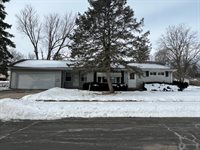 908 South Bauch Avenue, Freeport, IL 61032